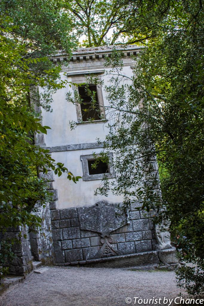 bomarzo-casa-pendente